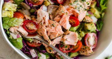 ensalada con salmon y aguacate